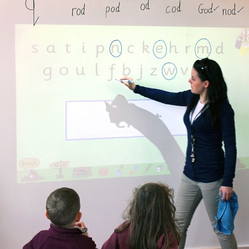 Smart-Whiteboard-Wallpaper-Low-Sheen-used-in-classroom-to-create-dry-erase-surface