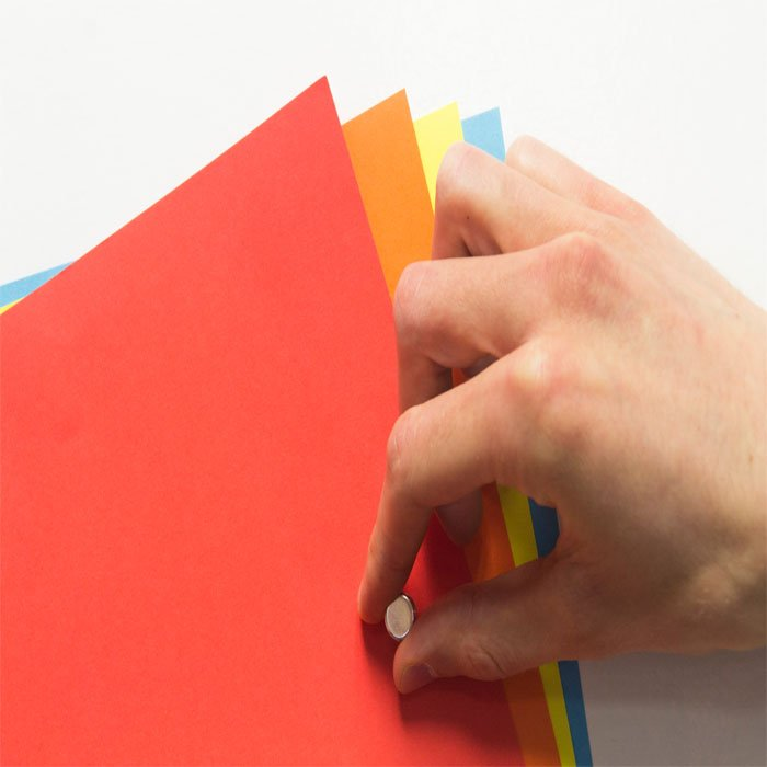 magnetic-wallpaper-close-up-holding-up-pages-magnetic-wall